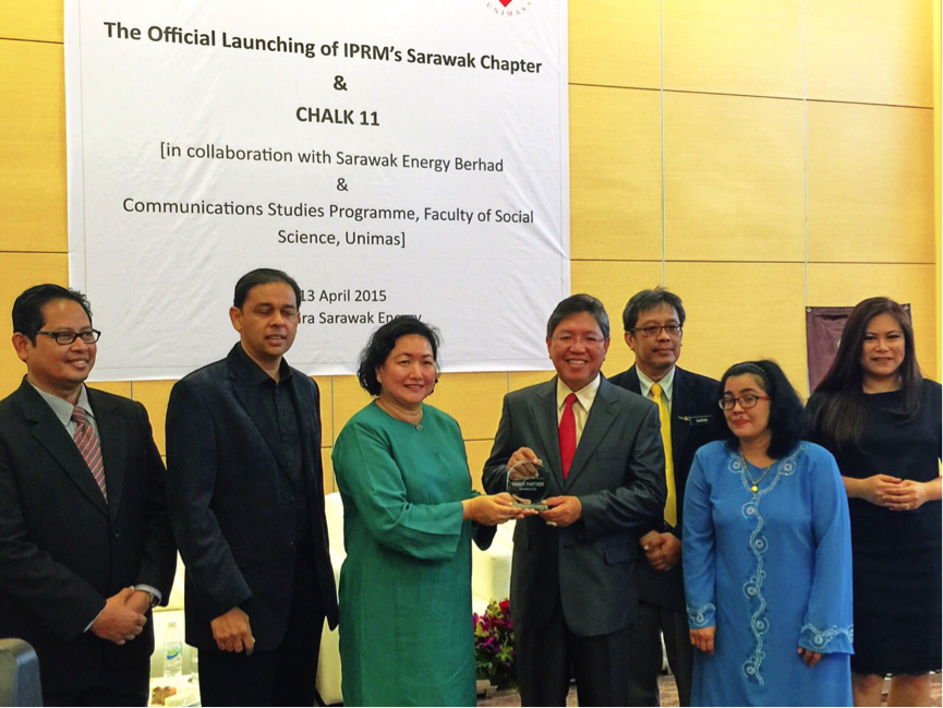 From L to R: Rosli Ismail (IPRM Council Member), Jaffri Amin (Vice President of IPRM), Puan Aisya (Chief Corporate Communication, Serawak Energy), Dato' Haji Ibrahim Abdul Rahman (Director General of Information, Ministry of Communication & Multimedia, Malaysia and President of IPRM), Sardon Haji Abang Hashim (Director Department of Information, Serawak), Unimas Lecturer and Ms. Gesille Sedra Buot (Managing Director of APRN) at the launching of IPRM's Serawak Chapter & Chalk 11 at Serawak Energy