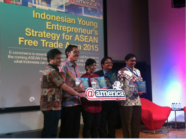From R to L: Prof Roy Sembel, Dean IPMI International Business School, Mr. Christovia Wiloto, Founder Indonesia Young Entrepreneurs, Ms. Destry Damayanti, Chief Economist Bank Mandiri, Mr. Wilson Partogi, CEO LADOVA Consulting