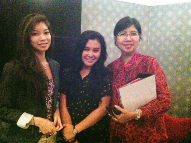 L – R: Ms. Kaythari Khin and Ms. Ninis Marhaenis, ASEAN Public Relations Network and Ms. Destry Damayanti, Chief Economist Bank Mandiri